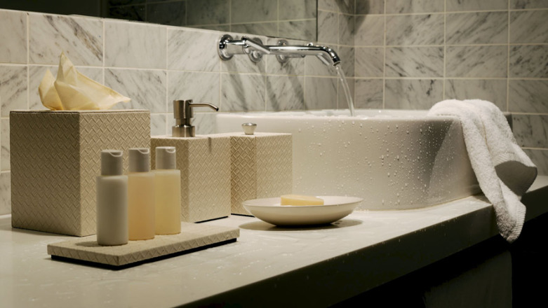 2393-Viamotif_Bathroom_Baskets-Largest